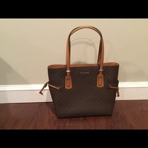 Michael KORS Voyager Signature tote handbag